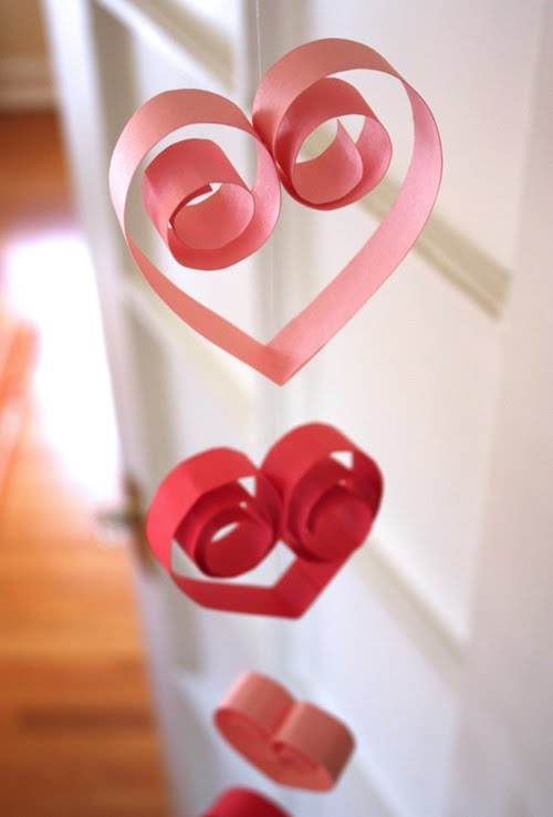 retrived from: http://howaboutorange.blogspot.com/2010/01/paper-heart-garland.html