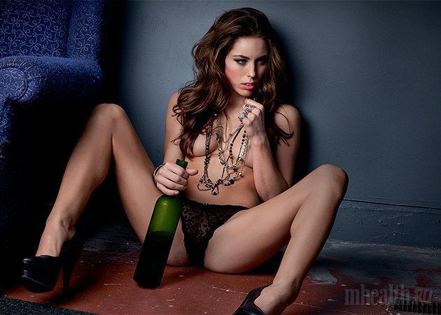 Девушки и спиртные напитки фото