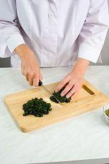 Приготовление блюда по рецепту - Пхали изшпината сгрецкими орехами. Шаг 2