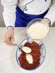 Приготовление блюда по рецепту - Говядина ссыром ибананами. Шаг 3
