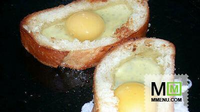 Яичница в хлебе ( в батоне)
