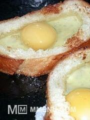 Приготовление блюда по рецепту - Яичница в хлебе ( в батоне). Шаг 4