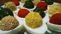 Яркая закуска к празднику. Фаршированные яйца