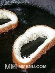 Приготовление блюда по рецепту - Яичница в хлебе ( в батоне). Шаг 3