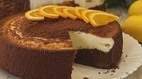 Шоколадная ватрушка с творожной начинкой.